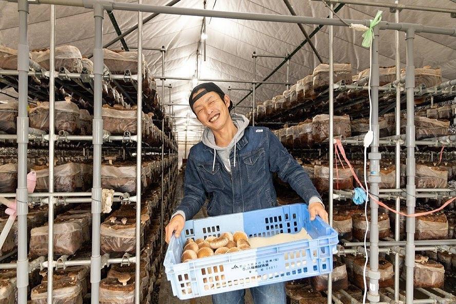 笑顔が素敵なイケメンきのこ農家