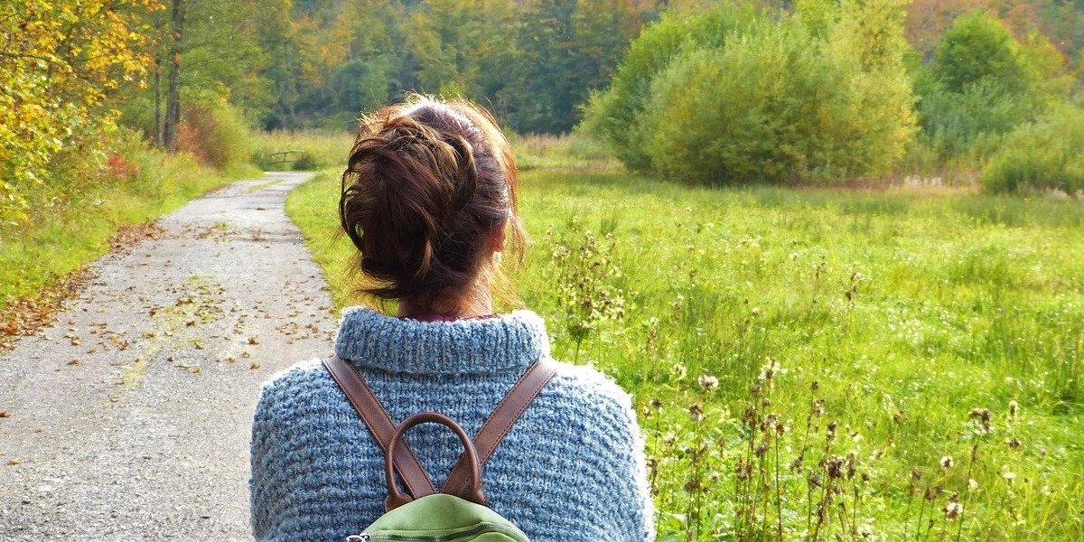 一人で田舎暮らしを決意する女性