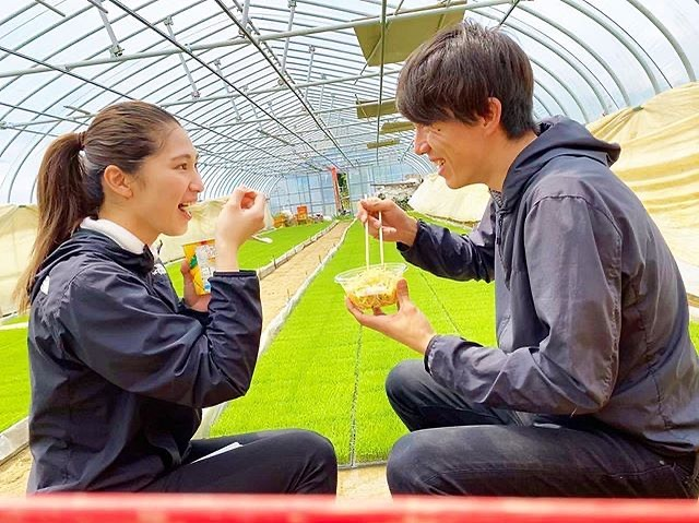 幸せな農家夫婦